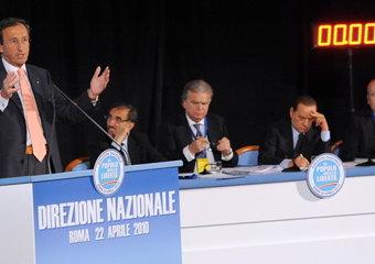 Fini durante il suo intervento alla Direzione nazionale del Pdl