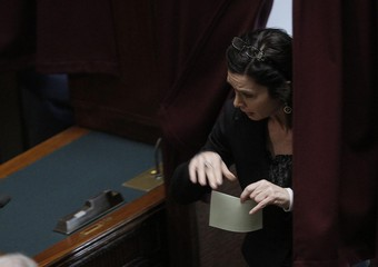 Laura Boldrini vota durante le votazioni