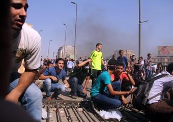 Dimostranti dei Fratelli Musulmani si scontrano con la polizia