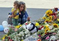 Laying flowers in Kiev for MH17 victims (ANSA)