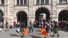 Stomp arriva a Trieste, flash mob artisti in piazza(ANSA)