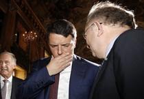Il Presidente del Consiglio Matteo Renzi (s) e Giorgio Squinzi a Palazzo Colonna a Roma il 14 ottobre 2014 (ANSA)