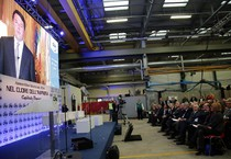 Il video-saluto del presidente del Consiglio Matteo Renzi agli ospiti dell'assemblea nazionale della Cna (ANSA)