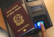 Il passaporto biometrico, archivio (ANSA)