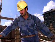 Un operaio in cantiere (ANSA)