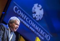 Il presidente Carlo Sangalli, durante l'assemblea generale di Confcommercio-Imprese per l'Italia all'auditorium Conciliazione a Roma il 5 giugno 2014 (ANSA)