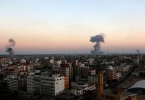Colonne di fumo su Gaza (ANSA)