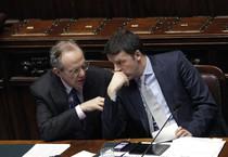 Pier Carlo Padoan e Matteo Renzi (ANSA)