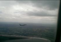 Fotogramma dell'aereo scortato a Manchester nel video pubblicato dal Daily Mail (ANSA)