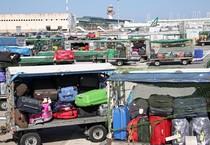 Alitalia:'sciopero bianco'a Fiumicino,stop centinaia bagagli (ANSA)