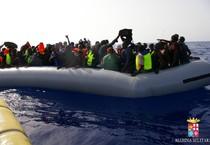 590 migranti soccorsi il 23 settembre 2014 dalla Marina militare italiana (ANSA)