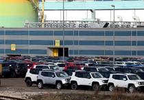 Le nuove Jeep e le Fiat 500 X nei piazzali dello stabilimento di Melfi (Potenza) (ANSA)