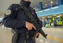 Controlli antiterrorismo (ANSA)