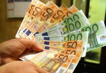 Euro ancora gi, scende sotto 1,12 dollari (ANSA)