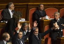Protesta in aula dei senatori della Lega Nord Ansa/ClaudioPeri (ANSA)