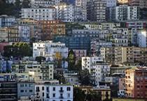Una panoramica di edifici a Napoli (ANSA)