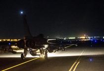Un jet francese in partenza per bombardare Raqqa (ANSA)