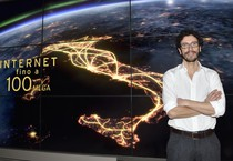 Alberto Calcagno, amministratore delegato Fastweb, durante la conferenza stampa del 12 febbraio scorso a Milano in cui e' stato presentato il progetto per portare i 100 mega con fibra e rane (ANSA)