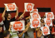 Una protesta contro gli sfratti, in un'immagine d'archivio (ANSA)