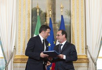 Renzi e Hollande nella conferenza stampa all'Eliseo (ANSA)