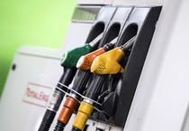 Una pompa di benzina in un'immagine d'archivio (ANSA)