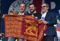 Luca Zaia, Matteo Salvini e Roberto Maroni sul palco durante la manifestazione della Lega  Nord a Roma (ANSA)