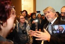 Il ministro del Lavoro Giovanni Poletti arriva ad un convegno sui giovani ed il lavoro a Firenze, 23 marzo 2015 (ANSA)