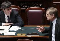 Il ministro della Giustizia Andrea Orlando mentre parla con Gianni Cuperlo (ANSA)
