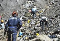 Continuano sulle Alpi le ricerche dei corpi trai rottami dell'Airbus Germanwings A320 (ANSA)