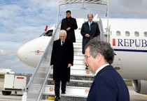 Mattarella a Parigi, prima all'Esa e in serata vede Hollande (ANSA)