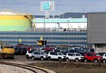 Le nuove Jeep e le Fiat 500 X nei piazzali dello stabilimento di Melfi (ANSA)