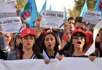 Una protesta di precari (ANSA)