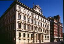 Il palazzo che ospita la sede centrale delle Assicurazioni Generali a Trieste (ANSA)