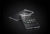 BlackBerry KEYOne, due tastiere e più sicurezza (ANSA)