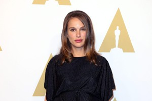 epa05775508 Israeli-American actress Natalie Portman arrives for the 89th Oscar Nominees Luncheon at the Beverly Hilton Hotel in Beverly Hills, California, USA, 06 February 2017. Th (ANSA)