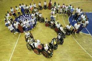 Campioni paralimpici in campo per allenare i bambini disabili (ANSA)