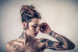 Donna tatuata (ANSA)