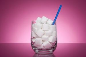 Un bicchiere con lo zucchero (ANSA)
