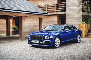 Passerella benefica per Bentley Flying Spur First Edition (ANSA)