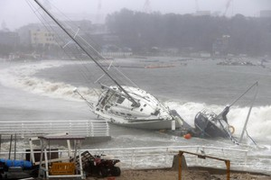 Typhoon Tapah approaches South Korea - epa07860385 A yacht is pushed to shore by strong tides in Ulsan, South Korea, 22 September 2019, as Typhoon Tapah approaches the country.  EPA/YONHAP SOUTH KOREA OUT (ANSA)