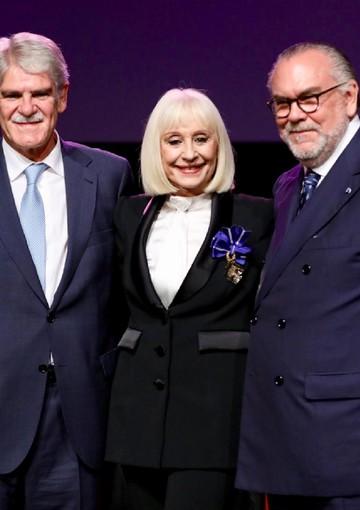 Raffaella Carrà è stata insignita del titolo di Dama al Orden del Merito Civil dall'ambasciatore di Spagna in Italia Alfonso Dastis (ANSA)