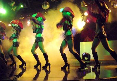 Danzatrici in un night club (ANSA)