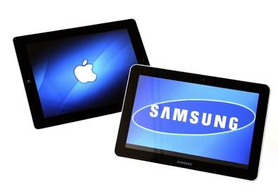 Due tablet di Samsung e Apple (ANSA)