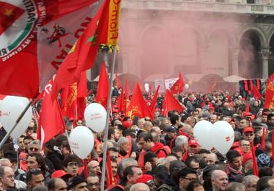 Un corteo sindacale in una foto d'archivio (ANSA)