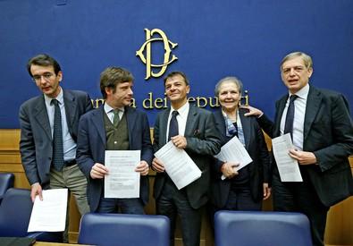 Un'immagine d'archivio di una conferenza stampa della minoranza Pd (ANSA)