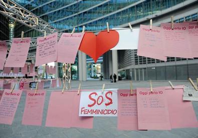Una foto scattata il 25 novembre per la Giornata mondiale contro la violenza sulle donne (ANSA)