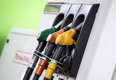 Una pompa di benzina (ANSA)