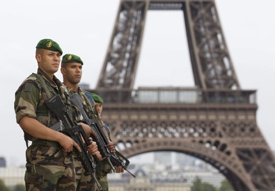 La Torre Eiffel presidiata dai soldati (ANSA)