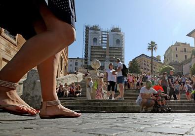 Piazza di Spagna diventa pedonale (ANSA)