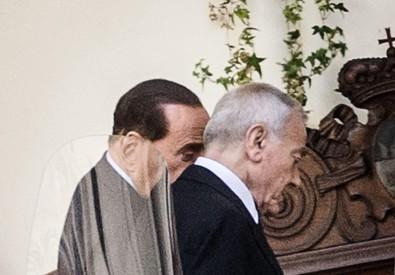 Silvio Berlusconi accompagnato da Gianni Letta, rientra a Palazzo Grazioli (ANSA)